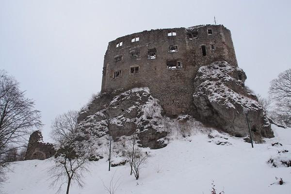 Burgruine Liebenstein auf einem fossilen Riff-Felsen der Zechstein-Zeit