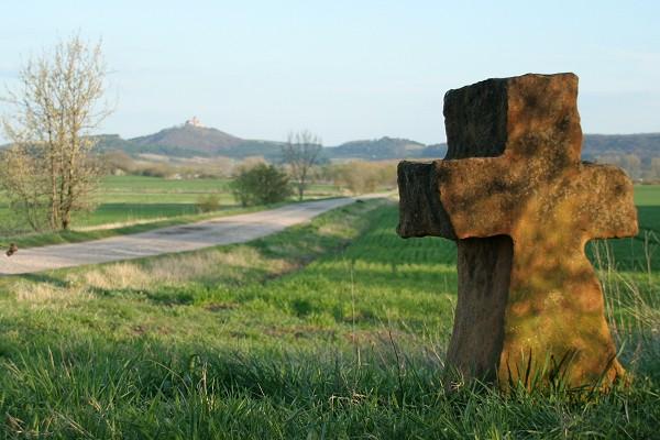 Historisches Steinkreuz aus Seeberger Sandstein nahe Freundenthal bei Wandersleben