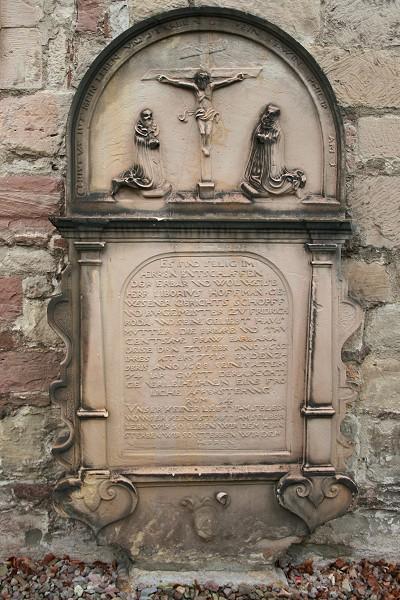 Grabstein an der Kirche in Friedrichroda