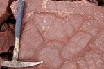 Sandstein mit fossilen Trockenrisse