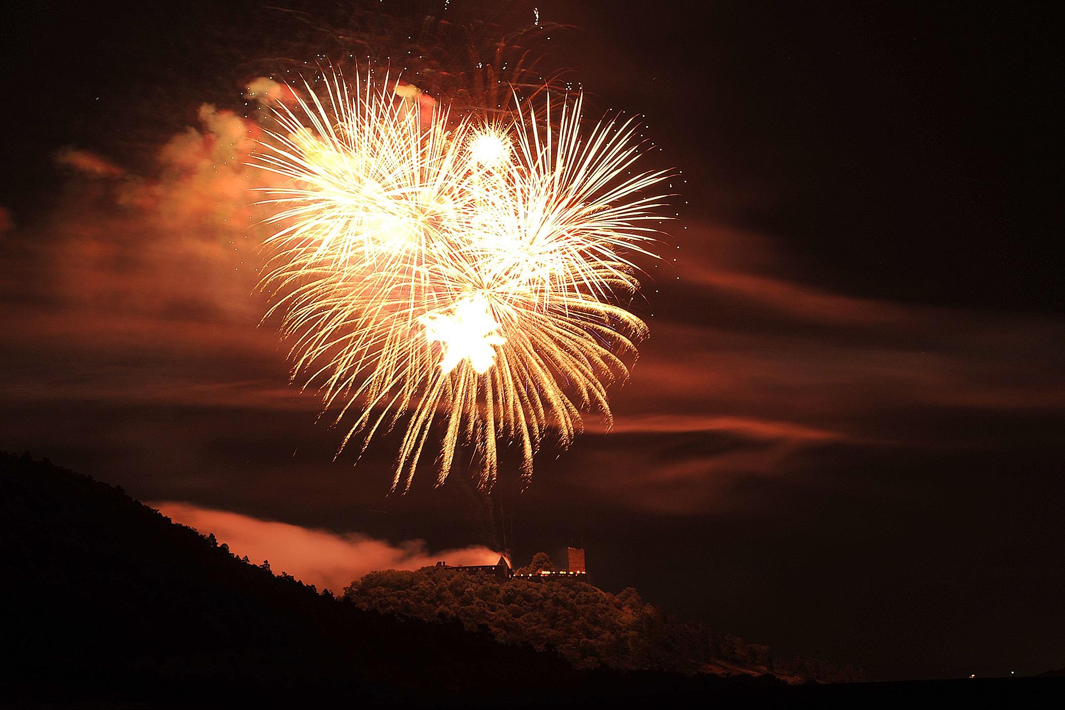 Drei(n)schlag 2011 - Feuerwerk über der Wandersleber Gleiche  (TA-Foto: Lutz Ebhardt)