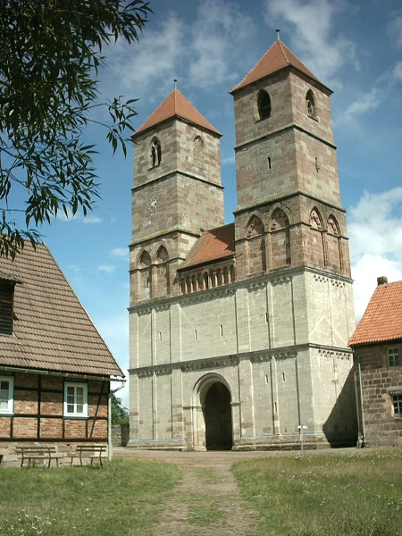 Kloster Veßra - Veranstaltungsort des bunten Kirmesmarktes zum Jubiläum 20 Jahre Naturpark Thüringer Wald, Foto: Presse03, Wikipedia